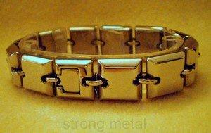 Créateur de bijoux en acier inoxydable. Bracelet en acier 316L avec son mécanisme de fermeture en titane et sa chaînette de sécurité sur mesure, épaisseur 5mm. dans BRACELET ACIER 316L bracelet-acier-302-300x189
