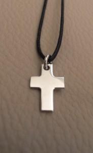 Mini croix en acier. Hauteur 15mm. dans PENDENTIF ACIER 316L sdc154811-183x300