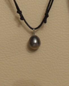Perle noire de polynésie. Perle baroque. dans PERLE et NACRE sdc15841-244x300